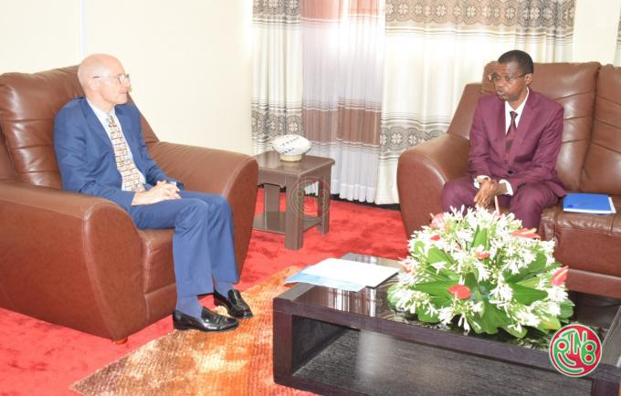 Gitega: le Président du sénat reçoit en audience l'ambassadeur de l'Union européenne au Burundi