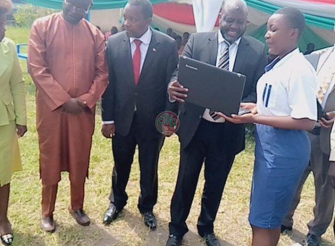 Le Ministère de l'Education reçoit un don d'ordinateurs