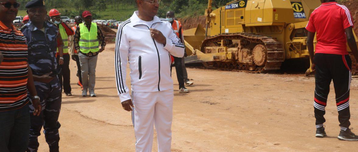 BURUNDI : Le 1er Ministre sur le chantier de la RN16 BURURI – GITEGA