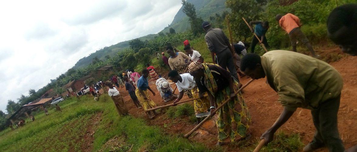 BURUNDI : TRAVAUX DE DÉVELOPPEMENT COMMUNAUTAIRE – Entretien de la route GIKO – SHUMBA à BUKEYE / MURAMVYA