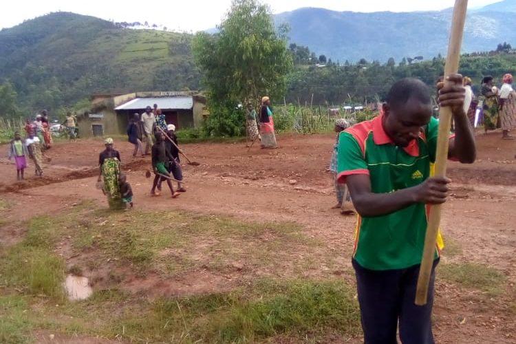 BURUNDI : TRAVAUX DE DEVELOPPEMENT COMMUNAUTAIRE – La route RUSHUBI – RUYANGE et le terrain de jeux de RUYANGE / BUJUMBURA