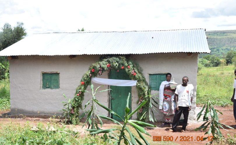 BURUNDI : Le CNDD-FDD SHOMBO remet 6 maisons à des nécessiteux / KARUSI
