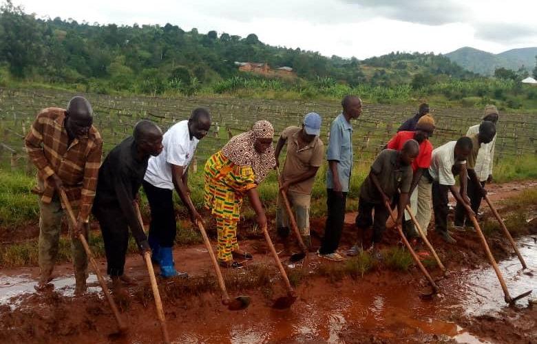 BURUNDI : TRAVAUX DE DEVELOPPEMENT COMMUNAUTAIRE – Remettre en état la route désenclavant la colline KANZEGE / MAKAMBA
