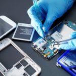 BURUNDI : Un jeune réparateur d'appareils électroniques défectueux à RYANSORO / GITEGA