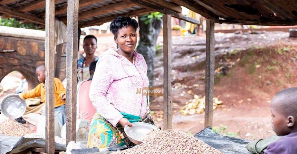 BURUNDI : UWINEZA, une agricultrice, commerçante au Marché de KIRUNDO