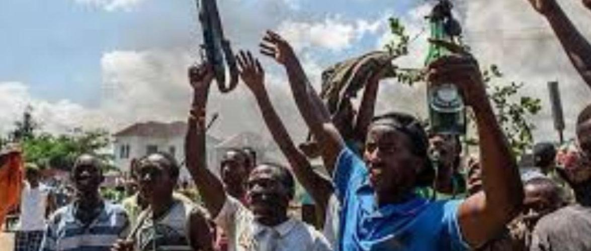 Le terrorisme par jets de grenades débute avec le mouvement violent des insurgés en 2015