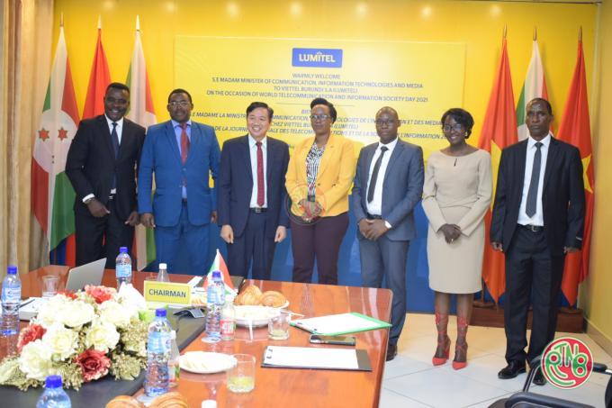 La ministre en charge des TICs visite BBS et Viettel Burundi SA