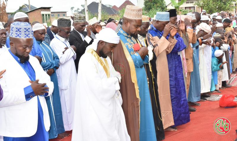 Les musulmans fêtent l'Aïd-Al Fitr