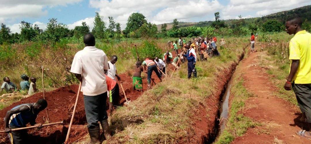 BURUNDI : TRAVAUX DE DEVELOPPEMENT COMMUNAUTAIRE – Tracer des courbes de niveaux à MUSENGA, BUHIGA / KARUSI