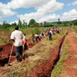 BURUNDI : TRAVAUX DE DEVELOPPEMENT COMMUNAUTAIRE - Tracer des courbes de niveaux à MUSENGA, BUHIGA / KARUSI