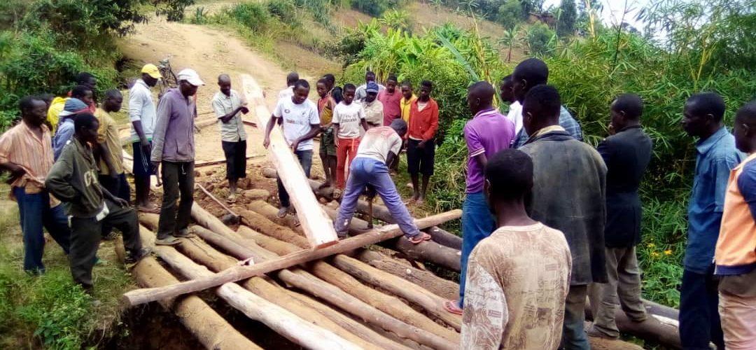 BURUNDI :  TRAVAUX DE DEVELOPPEMENT COMMUNAUTAIRE – Un pont au dessus de la rivière KIBENGA à RABIRO / MAKAMBA