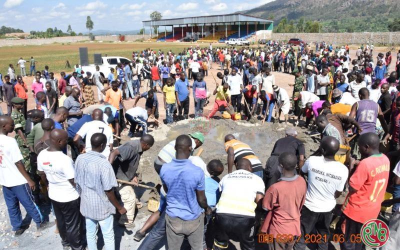 BURUNDI : TRAVAUX DE DEVELOPPEMENT COMMUNAUTAIRE – Construire le stade de BUHUMUZA / CANKUZO