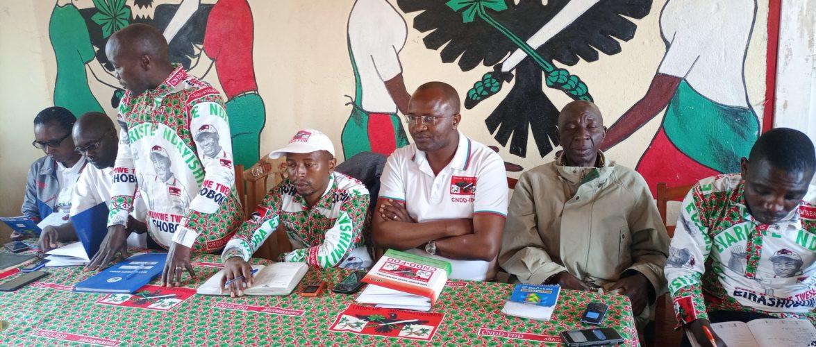 BURUNDI :  Le CNDD-FDD BURURI visite les BAGUMYABANGA de SONGA,MUGAMBA,et MATANA