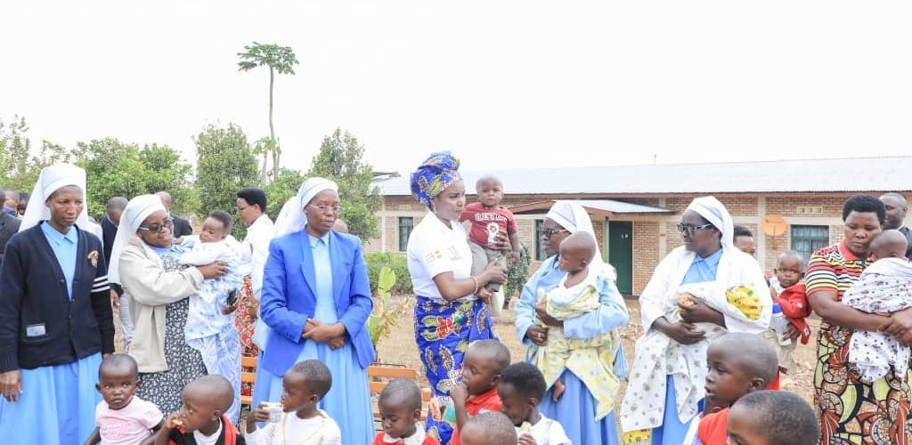BURUNDI : Petite visite à L'ORPHELINAT NOTRE DAME DE LOURDES à MUREMERA / CANKUZO