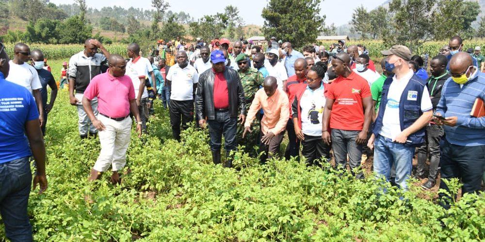 Le Chef de l'État exhorte les agriculteurs à mettre en commun les terres pour accroître la production