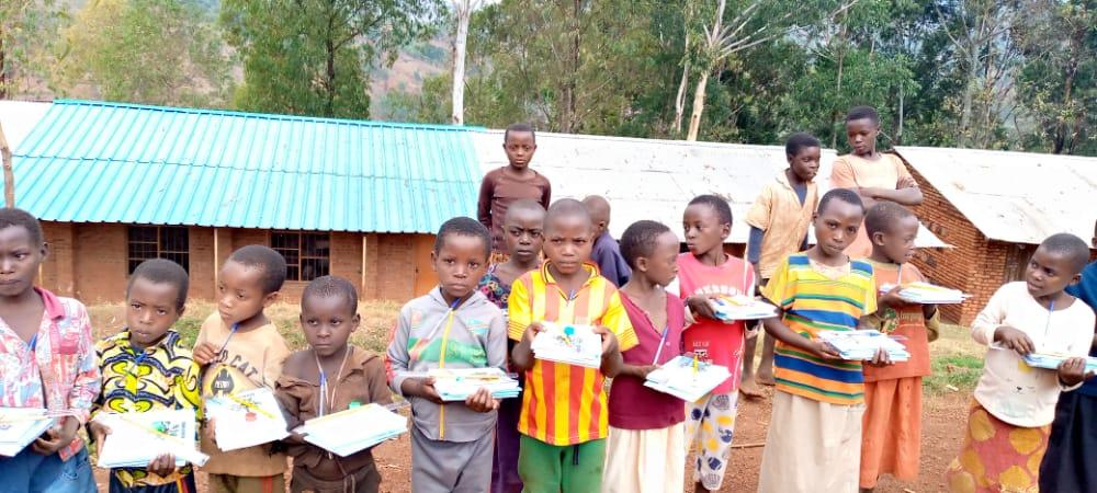 BURUNDI : La Section Diaspora CNDD-FDD RUSSIE fait un don à L'ECOFO NYARUSANGE / NGOZI