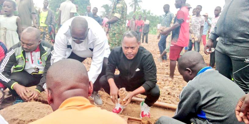 BURUNDI : TRAVAUX DE DEVELOPPEMENT COMMUNAUTAIRE – Préparer une pépinière de CASSIA SIAMEA sur la rivière RWABA à KABONDO / MAKAMBA