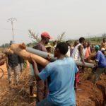 BURUNDI : TRAVAUX DE DEVELOPPEMENT COMMUNAUTAIRE - Placer des tuyaux menant l'eau potable aux maisons de RUGOMBO / CIBITOKE