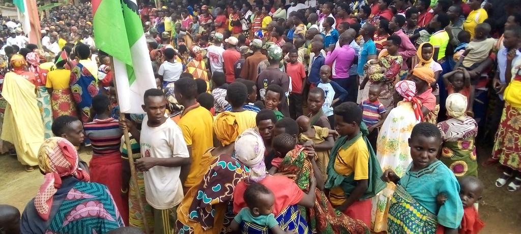 BURUNDI : Le CNDD-FDD collinaire BIHEMBE à GIHOGAZI parraine localement / KARUSI