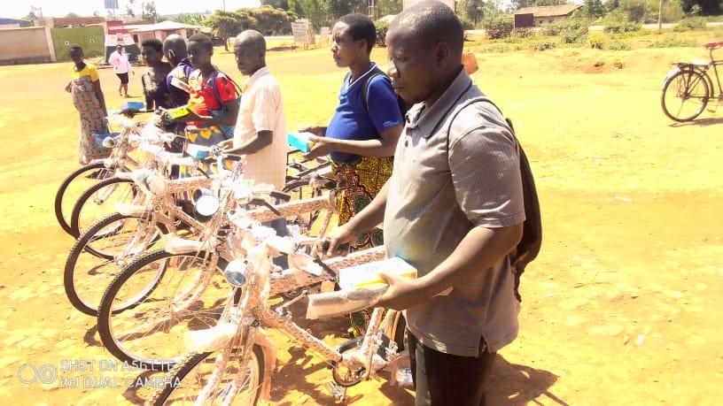 BURUNDI : Les moniteurs et encadreurs agricoles reçoivent des vélos et des bottes à ITABA / GITEGA