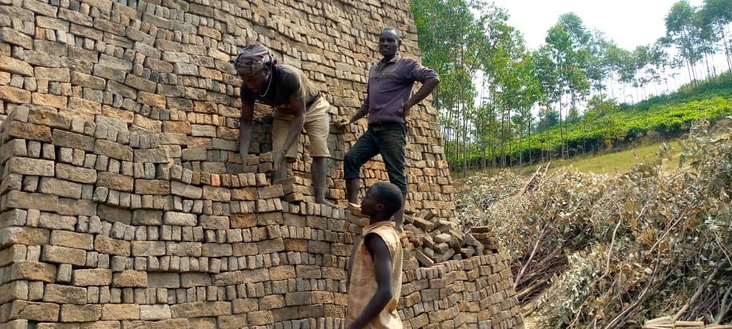 BURUNDI : Les briquetiers de BUKEYE à MURAMVYA