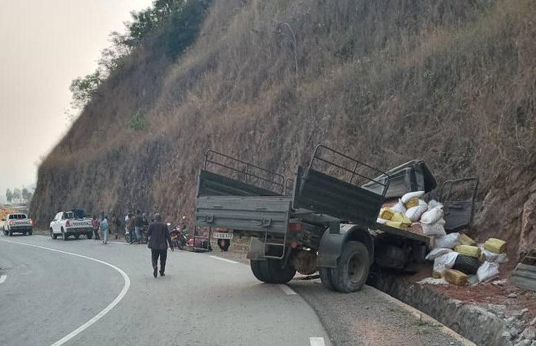 BURUNDI : Un accident d'un camion militaire à MABANDA fait 3 morts / MAKAMBA
