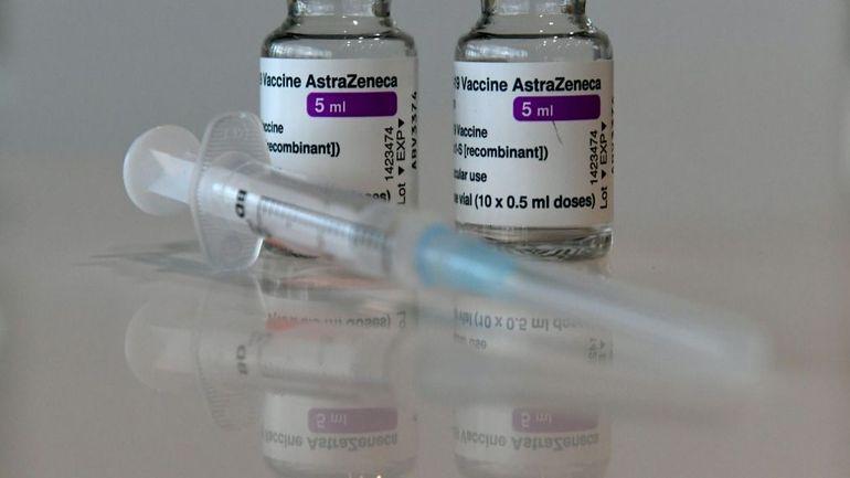 """L'Agence européenne du médicament (EMA) répertorie le syndrome de Guillain-Barré, une atteinte neurologique, comme effet secondaire """"très rare"""" du vaccin AstraZeneca contre le Covid-19 © Christof STACHE"""