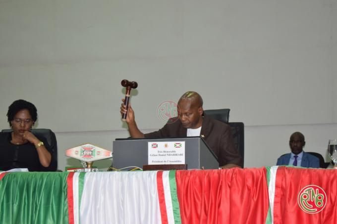 AN : Adoption du projet de loi sur la réglementation des migrations au Burundi