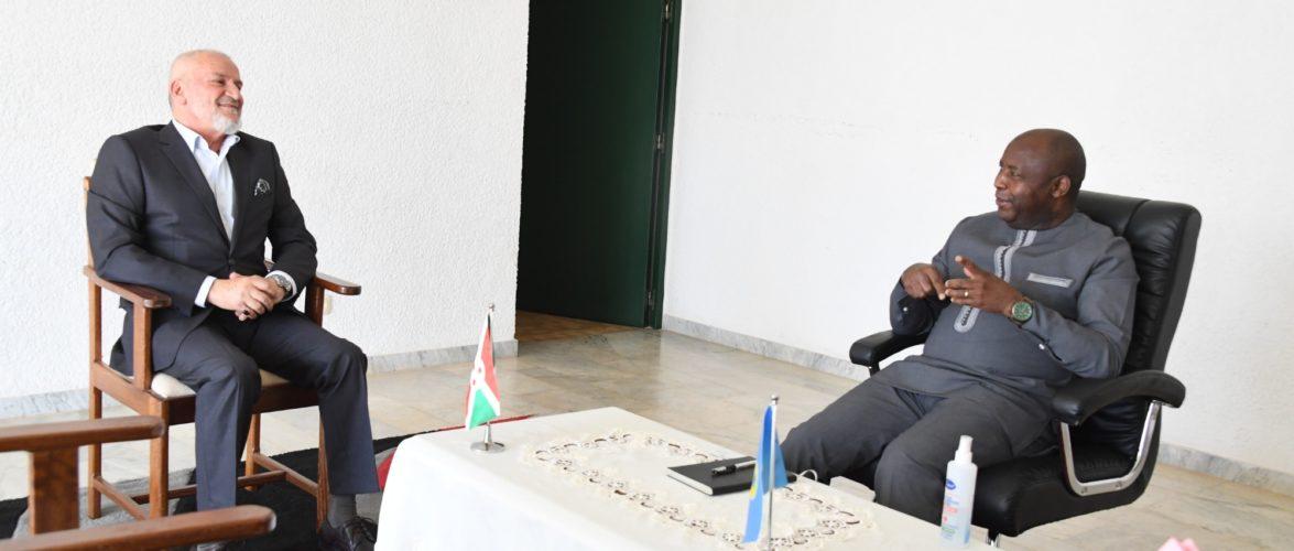 Dans ses projets d'éducation et de santé publique, le Gouvernement du Burundi est assuré du soutien de la Ligue Islamique Mondiale.