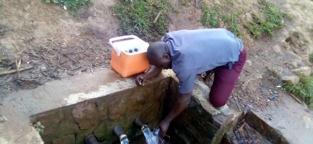 BURUNDI : AHAMR contrôle la qualité de l'eau à BWAMBARANGWE / KIRUNDO