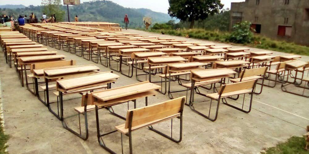 BURUNDI : 300 bancs distribués dans les écoles de NTEGA / KIRUNDO