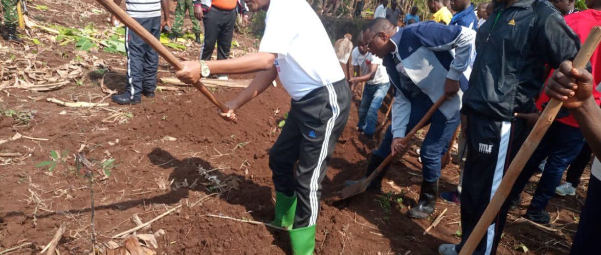 BURUNDI : TRAVAUX DE DEVELOPPEMENT COMMUNAUTAIRE – Tracer des courbes de niveaux à NKONYOVU / MURAMVYA
